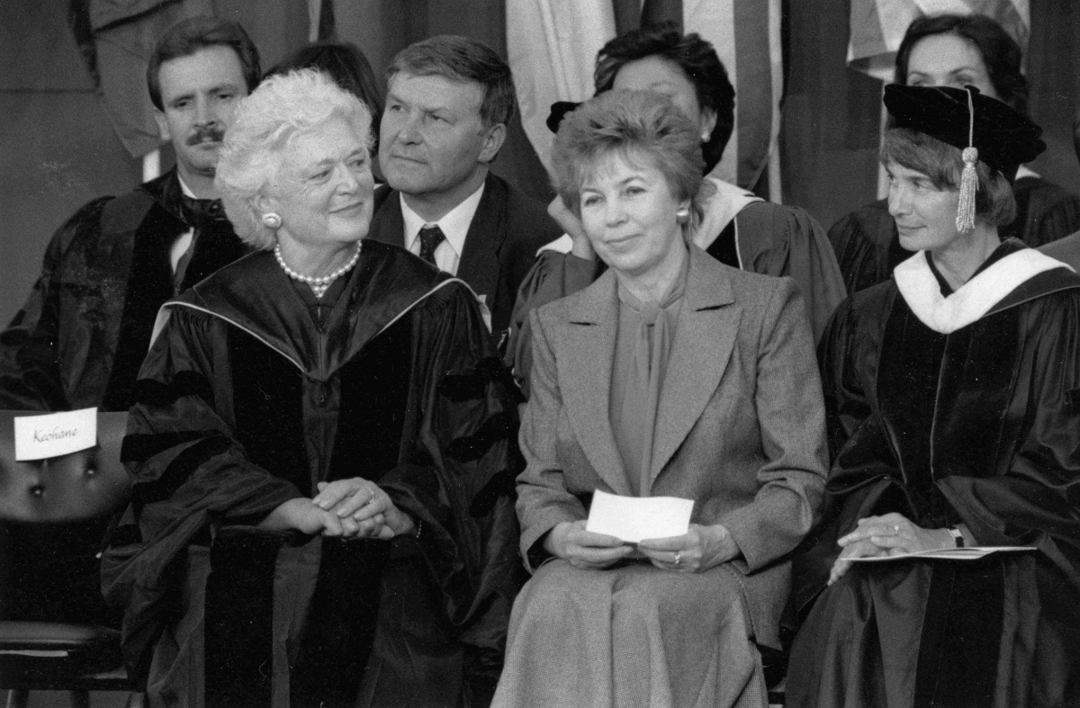 barbara bush commencement address at wellesley No president's wife in a scholar's robe ever sparked as much attention as barbara bush's appearance before wellesley's class of 1990 the three big networks carried the speech live, followed.