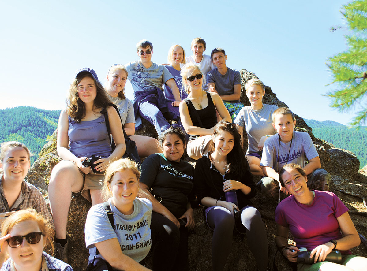 The 2011 student group poses on the crags high above Bol'shie Koty.
