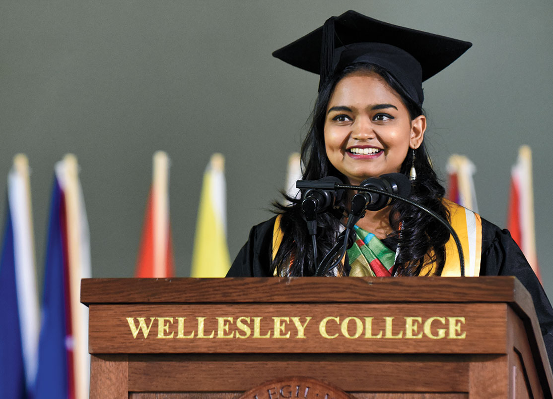 Kavindya Thennakoon '19 delivers the student address