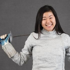 A photo of  Lauren Park '21 in her fencing gear